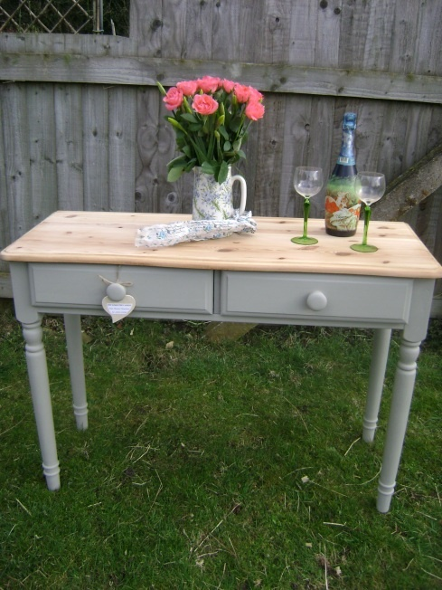 There's a new kid on the (chalk paint) block. Pine console table painted with a new brand of chalk paint called Autentico Vintage. The colour is 'Frozen Fountain'.