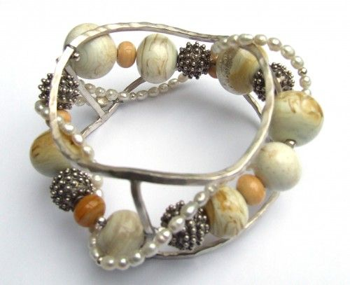 sterling silver bracelet with pearls and silver and glass beads  € 320,-