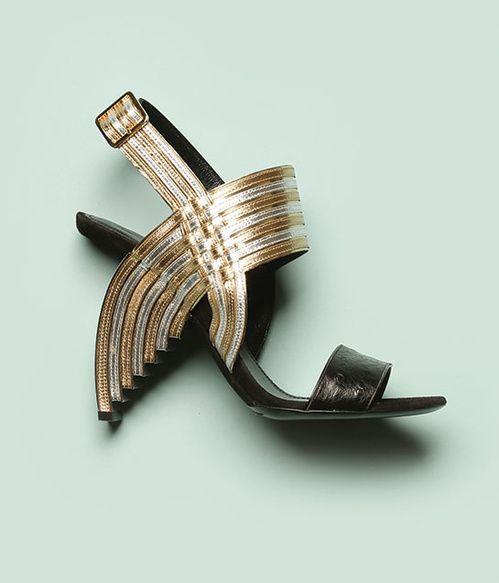 Les souliers arc-en-ciel de Salvatore Ferragamo revisites en version disco