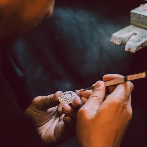 """""""Bijuteria românească are, prin intermediul Sabion, un păstrător și un continuator al meșteșugului străvechi, autentic."""" #bijuteria #sabion #romania #handmade #inspiration #jewelry #live #love #life Bijuterii cu suflet manufacturate în România. """