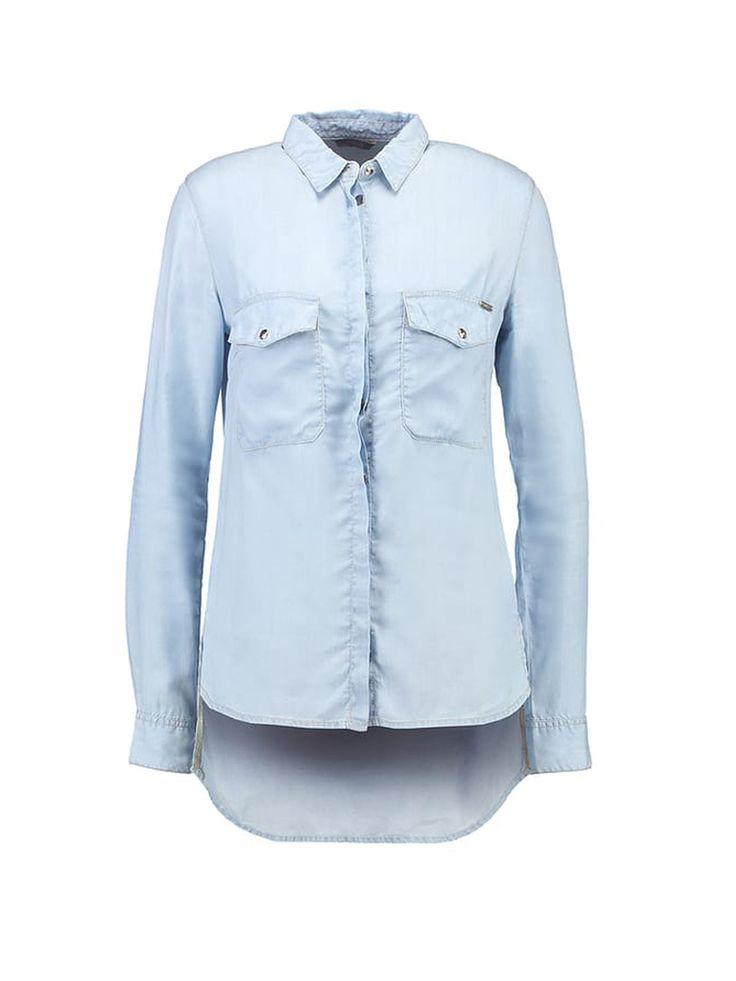 Denim blouse GUESS Modieuse blouse van GUESS met een kort voorpand. De blouse heeft een losse pasvorm. Leuk te combineren op een leren broek!