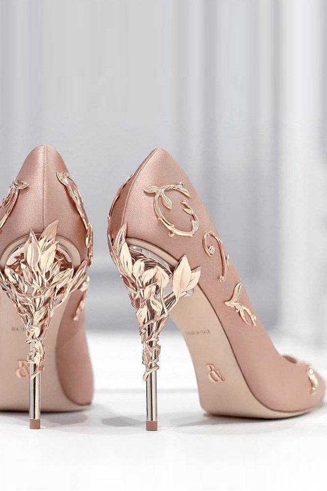 With so many styles of shoes to choose from, you will probably feel a bit overwhelmed, but the key is to pick a prom dress at first. While it might feel a bit daunting to find the perfect shoes for prom, we have some tips to help you.