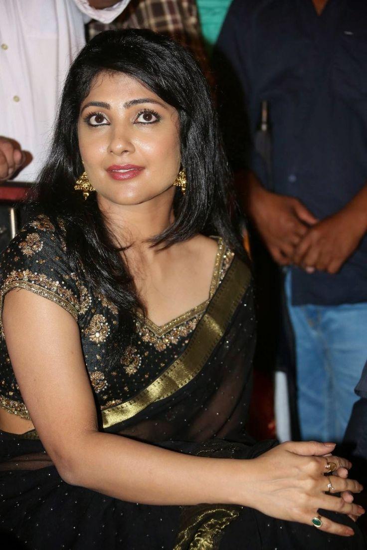 Telugu Actress Kamalinee Mukherjee Navel Show Pictures