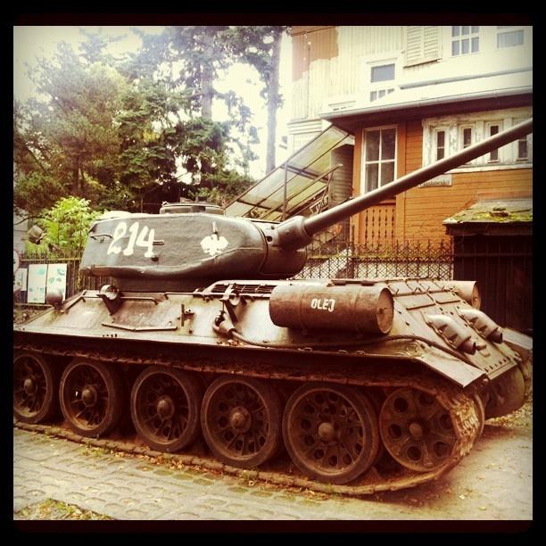 Unique T-34 russian #tank in #Gdansk Oliwa / #Czolg T34 (na chodzie :)) stojący przy jednej z posesji w Oliwie.