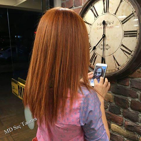 Bakır saç rengi, güzelliğinize güzellik katan, görünüşü ve enerji açısından size canlılık kazandıran muhteşem saç renklerinden biridir..  #bakir #bakirsac #renk #hair #copper #copperhair #izmir #kuaför #exclusivesalon #mdsaçtasarım #degisim #newhair #fashion #instafashion #longhair #hairoftheday #hairfashion #trend #izmirde #izmirdekuaför #tarz #pigmentasyon