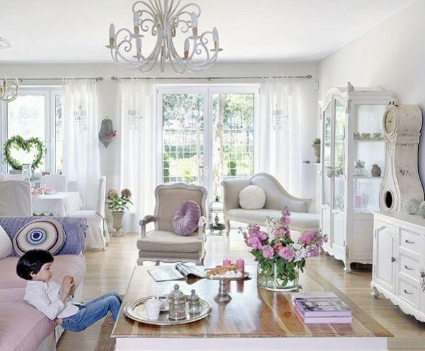 Wohnzimmer Einrichten Lila Deko Kissen Poilstermbel Kommode