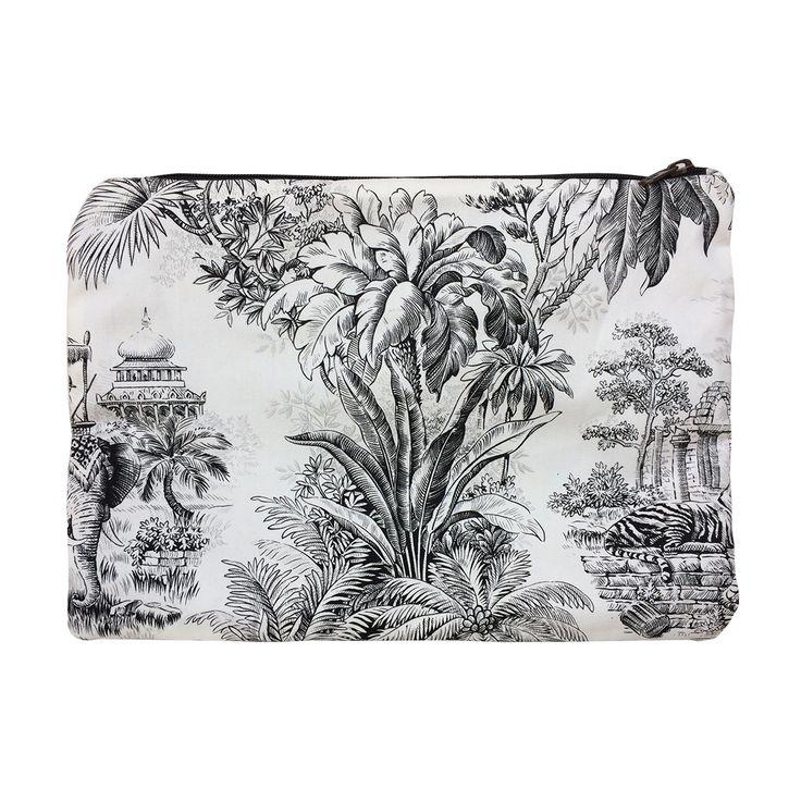 Clutch in puro cotone stampato con chiusura a zip, interamente lavorato a mano per uno stile originale e pratico. Acquista online i prodotti di Land and Sea su STORE.GRIFFALIA.COM | #bag #pochette #Cotton #madeinitaly #style #griffalia #fashion #eccellenzeitaliane