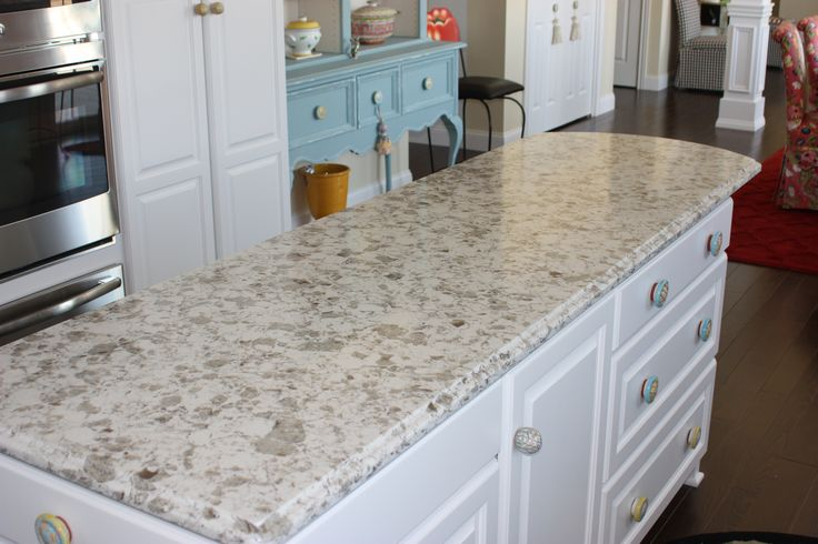 White Color Varnish Island With Alaska White Vicostone