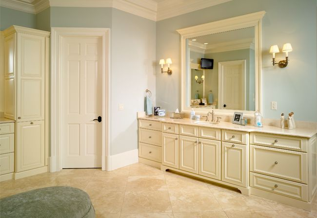 17 best images about woodharbor cabinetry on pinterest for Bathroom cabinets quebec