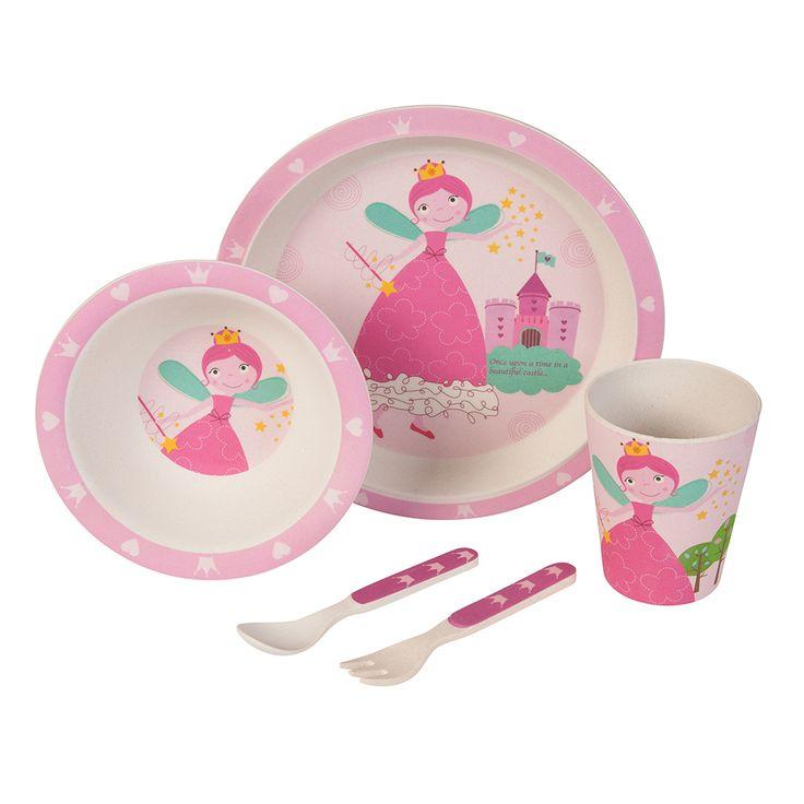 Unser Bambus Geschirrset mit niedlichem Prinzessinnen/ Zauber Fee Motiv zaubert jedem Kind ein Lächeln ins Gesicht. Das farbenfrohe und kindgerechte Design verwandelt jedes Essen in ein Abenteuer. Dank seiner ergonomischen Form und seiner guten Haptik ist es wunderbar für kleine Kinderhände geeignet. Das Set besteht aus 5 Teilen und beinhaltet einen Teller, eine Schale, einen Becher sowie eine Gabel und einen Löffel. Das Geschirr ist lebensmittelecht, frei von BPA und kann bei Bedarf sogar…