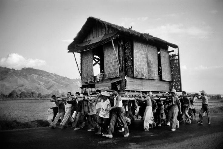Marc Riboud PHILIPPINES. Moving house. 1958.