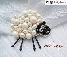 #Repost @lusi_cherry with @repostapp ・・・ #брошь #овечка #жемчуг #мими #бисер #украшенияручнойработы #handmadejewelry #handmade_ru_jewellery