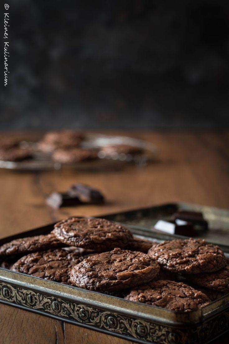 Eine Mischung aus Brownie und Keks, super schnell gemacht und wahnsinnig lecker. Der weiche Kern macht diese Cookies zu etwas Besonderem