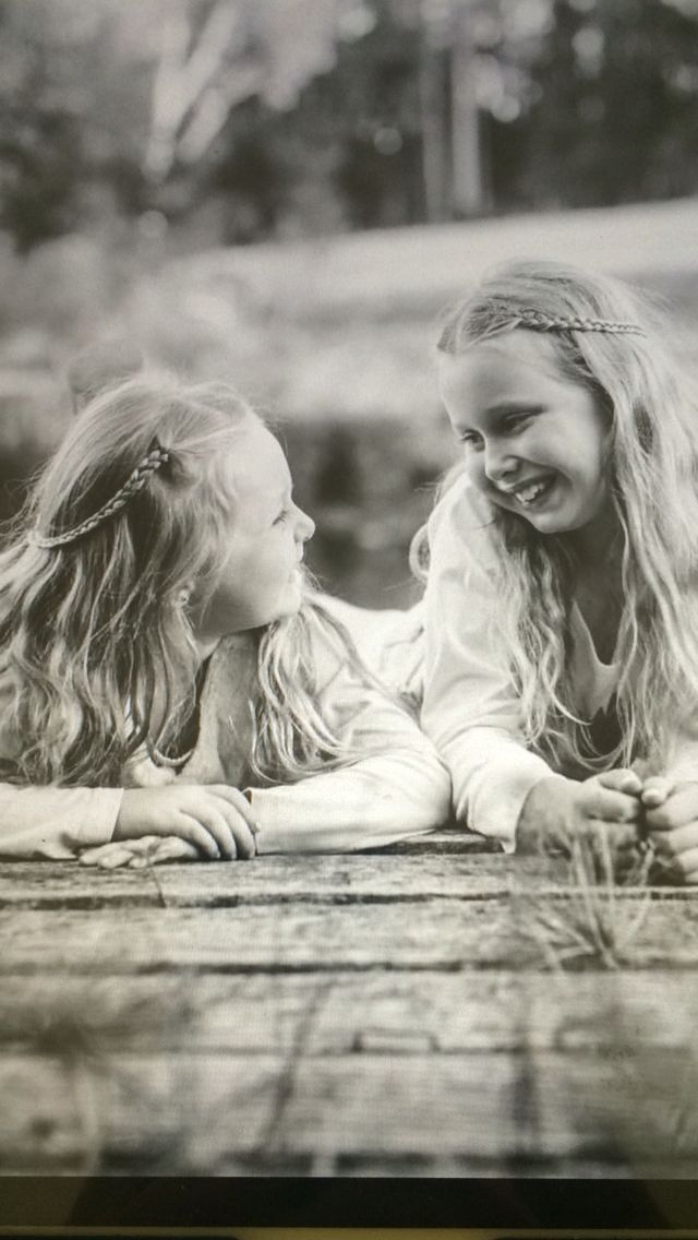 Sisterly love. Image by Lee Gentle Photography