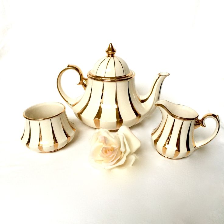 Bell Sadler Teapot Set / Sadler Cream and Gold Swirl Bell Teapot set. / Antique English teapot by EllasAtticVintage on Etsy