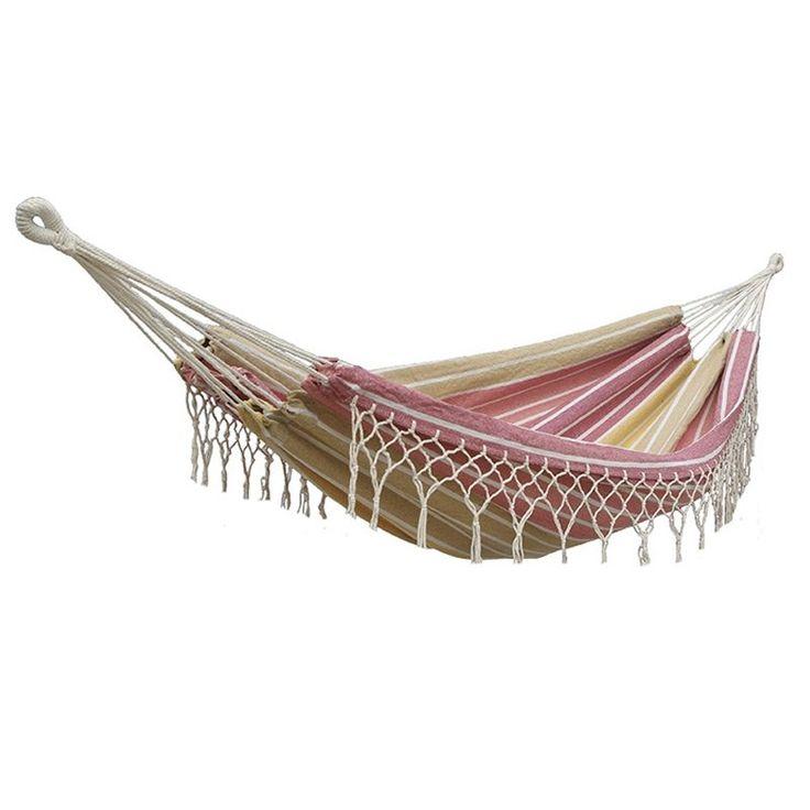 Un'amaca confortevole e dalla forma tradizionale, perfetta per un relax all'aperto.