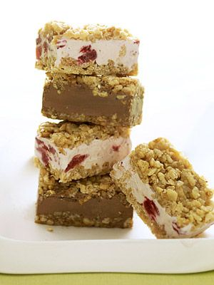 Do you love ice cream bars as much as we do? Our recipe has a crispy coating and can be made with your favorite flavor.: Frozen Treats, Crispy Icecream, Icecream Bar, Frozen Desserts, Desserts Bar, Bar Recipes, Ice Cream Bars, Crispy Ice Cream, Crunchi Crusts