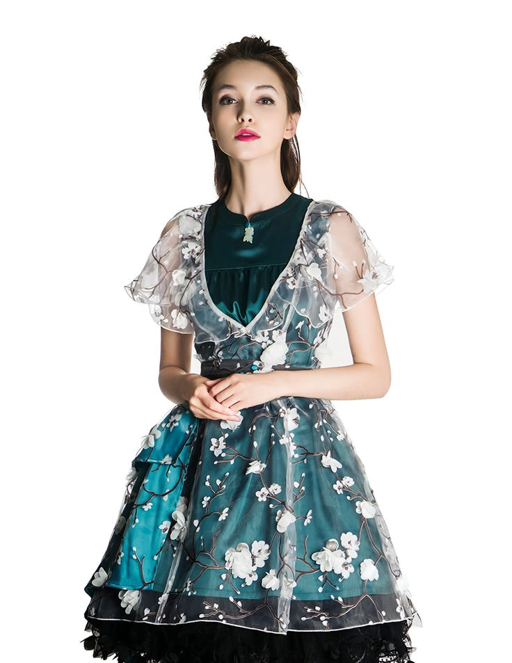 High quality lady dress set, including a real silk neat OP, a transparent overdress, and a irregular length skirt piece, exclusive original design, reasonable price, providing express shipping