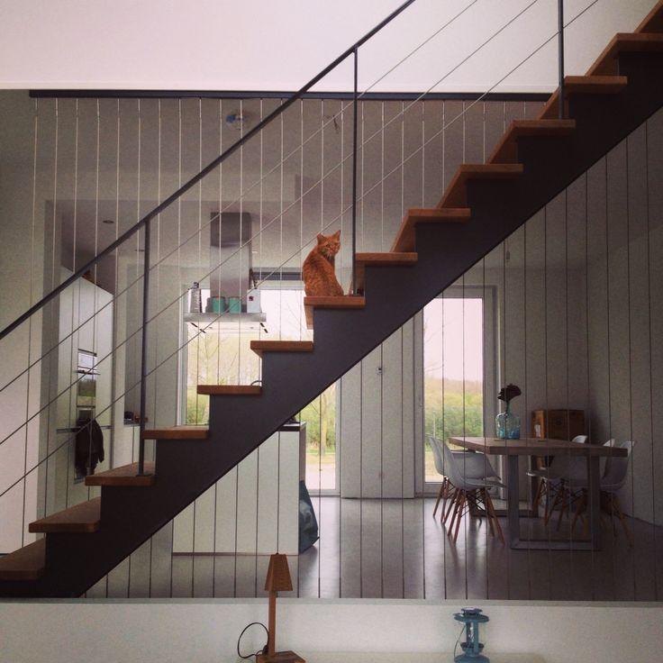 Open trap eikenhout zwart staal en staaldraad trapleuningen pinterest beste idee n over - Model interieur trap ...