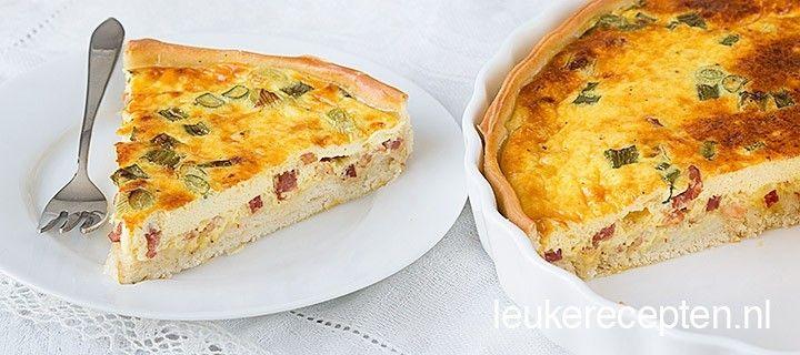 Quiche lorraine is een traditioneel Frans gerecht en is gevuld met spekjes, ei en kaas