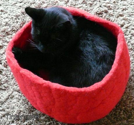 Kattenmandje van wolvilt / natvilten cocoon cat diy