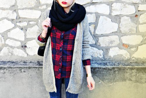 plaid, oversized sweater & red lips. fall casual.