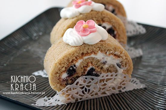 Roll cake with soy sauce and tsubu an.