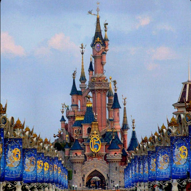 Goal To Visit All The Disney Parks Around World Disneyland Paris Eurodisney These Are A Few Of My Favorite Things Pinterest