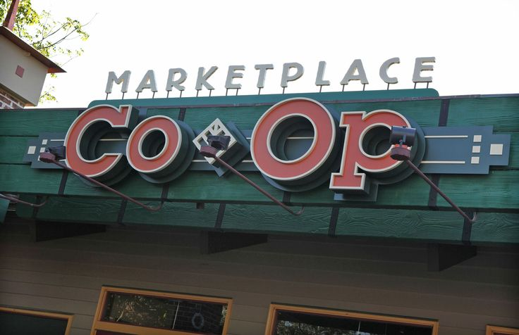 Marketplace Co-Op Officially Opens in Downtown Disney Marketplace at Walt Disney World Resort - so excited about this! Especially can't wait to check out Disney Centerpiece!!