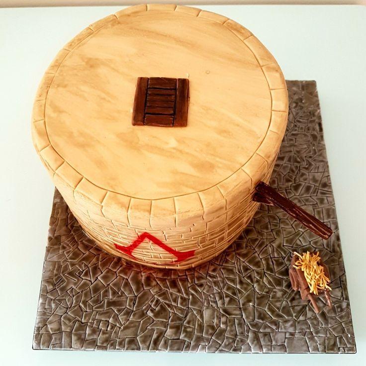 Bolo Assassin's Creed para o aniversário de um menino, com várias referências do game, como o alçapão e a carroça com feno! . Orçamentos e encomendas:  E-mail: contato@bolosdacintia.com  Whatsapp: (11) 96882-2623 . #bolosdacintia #bolodecorado #assassinscreed #games #gamer #cake #nerd #assassinscreedcake #festa #aniversarioinfantil #bolo #cakeboss