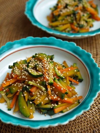 Kimpira is a Japanese traditional side dish and it's really easy to make! How could just shredded and stir-fried veggies be so addicting?!