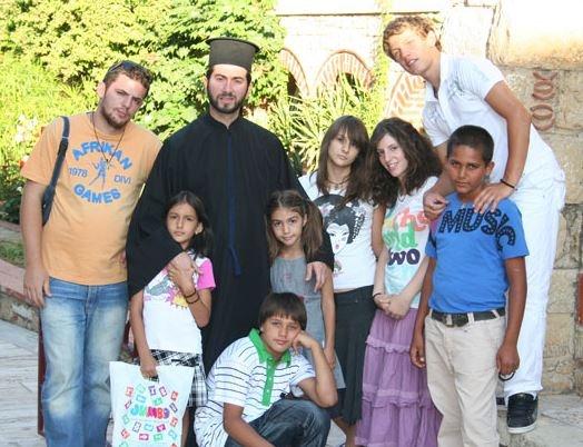 Di seguito, alcune foto tratte dal sito dell'associazione.  (www.kivotostoukosmou.org)