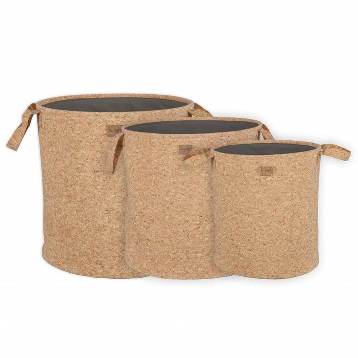 Leuke mandenset van BePureHome! De manden zijn gemaakt van kurk in de kleur bruin. Het leuke van de set is dat de manden verschillende formaten hebben en daardo