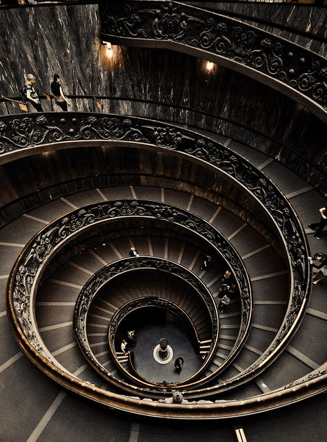 Spiral Staircase at the Vatican Museum, A double helix