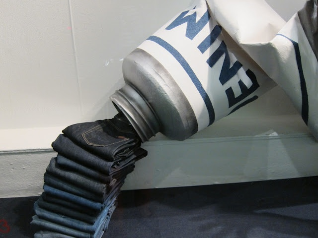 A denim window display that makes you stop and point. #Retail #Display