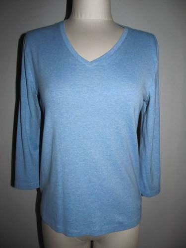 Brooks Brothers 346 light blue heather knit top.  Size medium, v neck, 100% cotton, embroidered logo.  Casual!