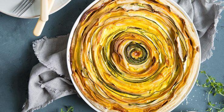 Lag fargerik pai med grønnsaker til lunsj. Oppskrift på fargerik pai med grønnsaker og butterdeig som er perfekt til koldtbord.