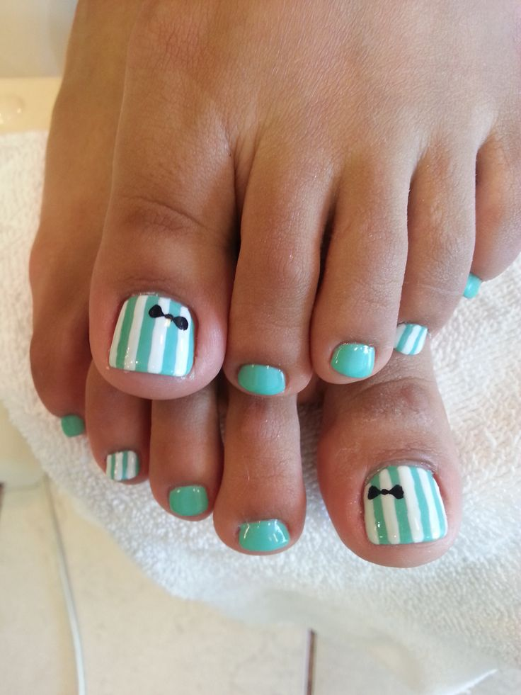 Gel pedicure with bow design. http://instagram.com/brilliantnailsandspa  #bow, #pedicure, #design, #beautiful,