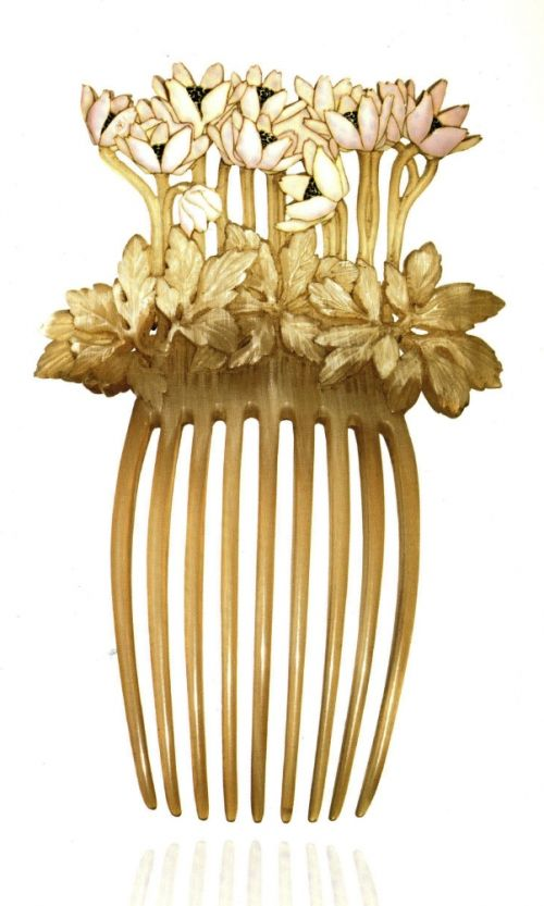 Calouste Gulbenkian was the oil entrepreneur who opened up commerce from the Middle East to the West. He also had a 50-year friendship with Rene Lalique and obtained pieces directly from the artist. His art collection numbered over 6000 pieces, to which a museum in his name was built in Lisbon. This comb depicts leaves in horn, from which emerge pink enameled flowers with black stamens.