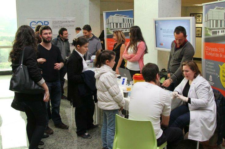 """Başakşehir Belediyesi Başakşehir Living Lab Projesi ile Yeditepe Üniversitesi'nin Kayışdağı Kampüsü'nde düzenlenen 1 Mart Gelecek Günü'ne katıldı. Dünyanın en önemli fütüristleri 1 Mart Gelecek Günü'nde Türkiye'de buluştu.   Fütüristler Derneği'nin (TFD) öncülüğünde ilk kez 2013'te kutlanmaya başlayan 1 Mart Gelecek Günü, bu yıl """"İnsanlığın Geleceği"""" temasıyla Yeditepe Üniversitesi'nin ev sahipliğinde gerçekleşti."""