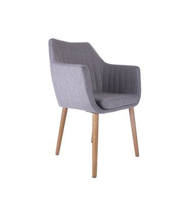 AlleEetkamerstoelen Noah; een veelzijdig, luxe ontwerp dat uitnodigt om te ontspannen. Deze stoel past bij een scala aan tafels en ruimtes