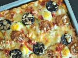 Receita Pizza de enchidos com ovos de codorniz, Fácil, Prato Principal