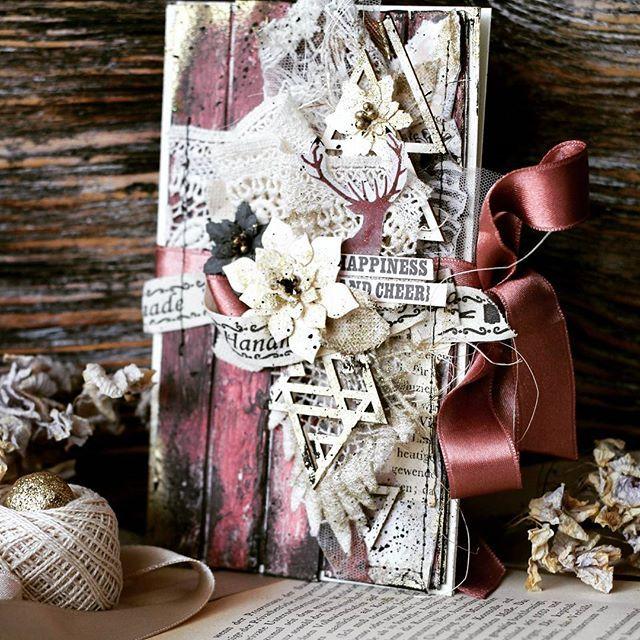 Совсем не было времени добраться до бука и вот наконец то сегодня нам получше и я села перекинуть фото )и начинаю по тихоньку  показывать новогодние открыточки!досчатый фон и золочение#мояработа #viktoriacraft #karaliki_scrap #karaliki_paper #Открытка #ручнаяработа #гомельбеларусь #гомель #новыйгод#мояработа#соседские_цветочки