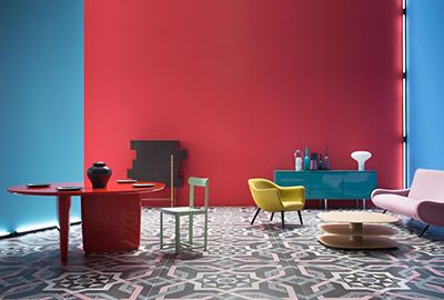 Pavimenti di ceramica come tappeti moreschi e boiserie tridimensionali come bassorilievi. #design #arredamento