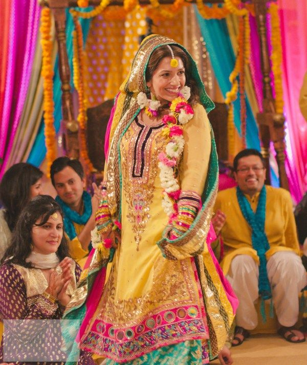 Mehndi Party : A pakistani wedding with gorgeous bride safa sm