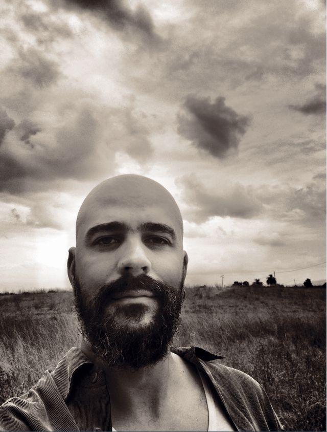 Afonso Cruz escreve tudo o que sabe, o que aprende e descobre.