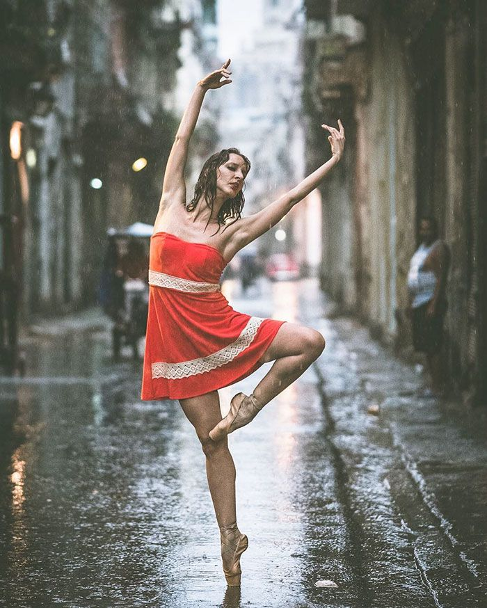 Danser sous la pluie, à Cuba - Les Danseurs de Cuba photographiés par Omar Robles ==> http://www.chambre237.com/les-danseurs-de-cuba-par-omar-robles/