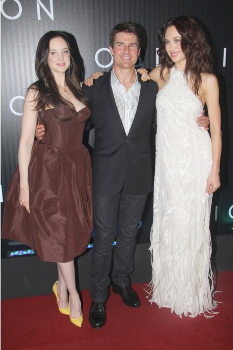 Olga Kurylenko, Tom Cruise and Andrea Riseborough attend the Oblivion Premiere at #CineOdeonPetrobras in Rio de Janeiro
