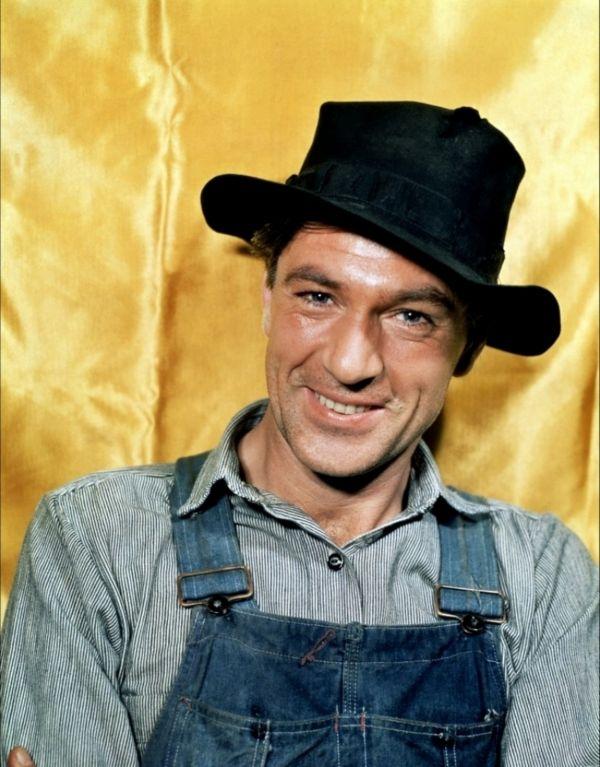 SERGEANT YORK (1940) - Gary Cooper as 'Alvin York' - Directed by Howard Hawks - Warner Bros. - Publicity Still. (Love this movie)