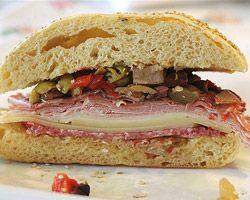 La véritable Muffuletta La vraie recette originale du célèbre sandwich sicilien, originaire de la Nouvelle-Orléans. - See more at: http://www.club-sandwich.net/recettes/la-veritable-muffuletta-483.php#sthash.01cKscLn.dpuf